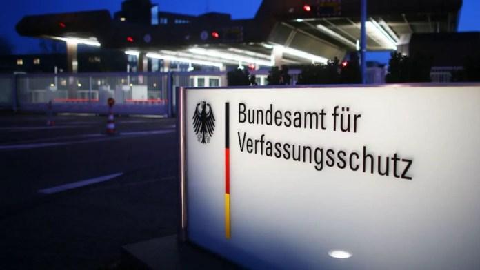 Le motif avancé par les autorités allemandes: le KCDK-E serait le prolongement en Europe duParti des Travailleurs du Kurdistan (PKK) considéré comme«terroriste». La police a prétendu par ailleurs avoir été informée que «2OO hauts-responsables du PKK» allaient participer au congrès en question.