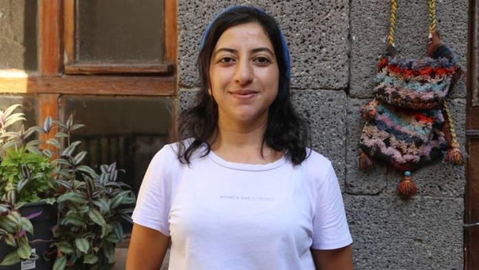 Gülistan Yilmaz, membre de l'assemblée des jeunes du HDP, a appelé tous les jeunes à se mobiliser contre la toxicomanie, la prostitution et le recrutement d'informateurs par l'Etat dans le cadre de la campagne lancée sous le mot d'ordre « Brisons la dépendance et construisons une nouvelle vie ».