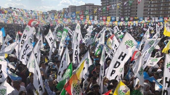 La Cour constitutionnelle turque (AYM) a accepté la demande du Parti démocratique des Peuples (HDP) d'un délai supplémentaire dans le cadre du procès de dissolution contre le parti.