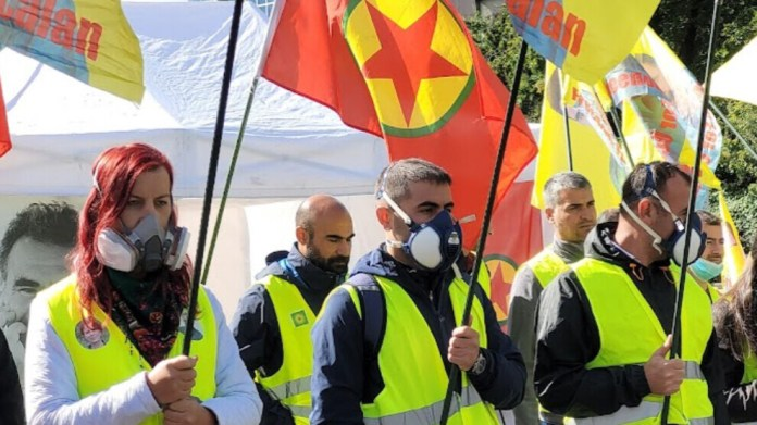 Des activistes kurdes se sont rassemblés devant le siège de l'ONU dénonçant l'utilisation d'armes chimiques par l'armée turque au Kurdistan