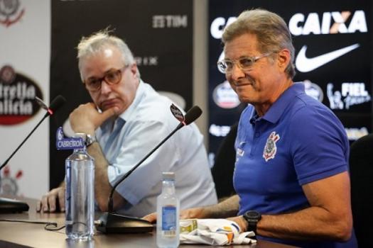 Presidente do Corinthians cede à pressão e demite Oswaldo de Oliveira