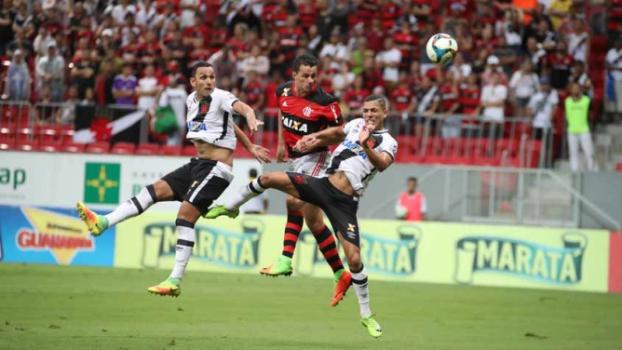 Arbitragem rouba a cena, e clássico Flamengo x Vasco termina empatado