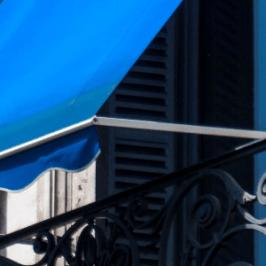 Jak zabezpieczyć balkon w bloku przed słońcem?