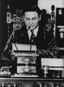 Emanuel Haldeman-Julius at his typewriter, 1925