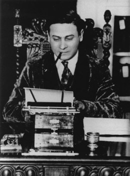 Emanuel Haldeman-Julius at his typewriter, 1925