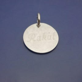 Rundel i 925 sterling silver. Roliga smycken, Silverplatta med gravyr. Rakåt.