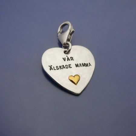 Roliga smycken, Silverhjärta 925 sterlingsilver med guldhjärta 18 karat. Handstansad text
