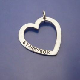 Silverhjärta med handstansad text. Starkskör