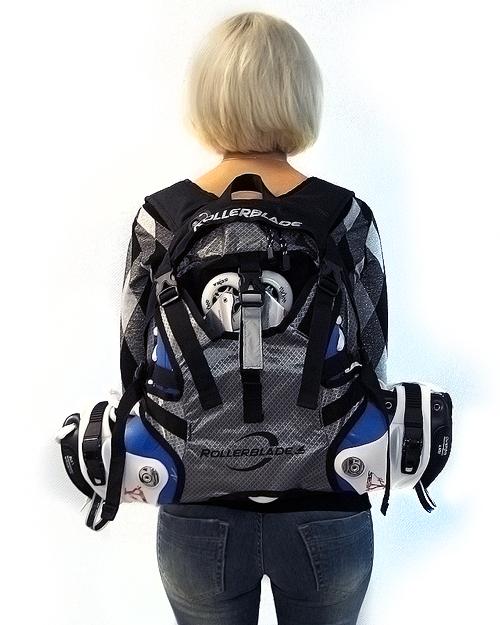 Девушка с рюкзаком для роликов