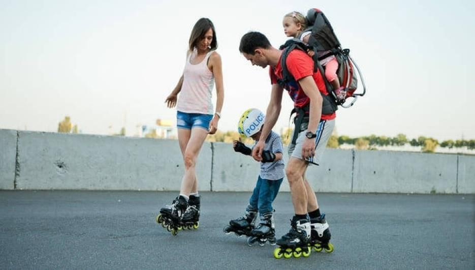 Семья на роликах