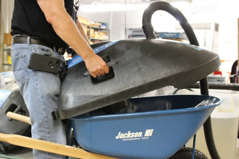 Roll-n-Vac Easy lift feature