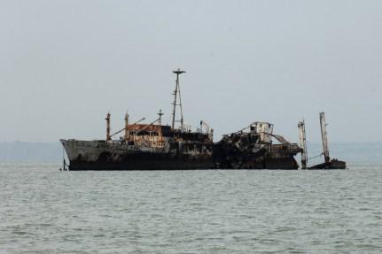 landscape ships ships 01 1502 d2x 75-300 30x20 colour