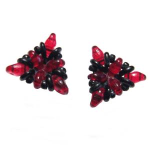 Ohrringe in Dreiecksform in Rot und Schwarz