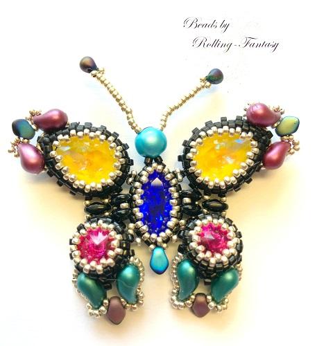 bunter Schmetterling aus Perlen, der als Magnetpin genutzt werden kann