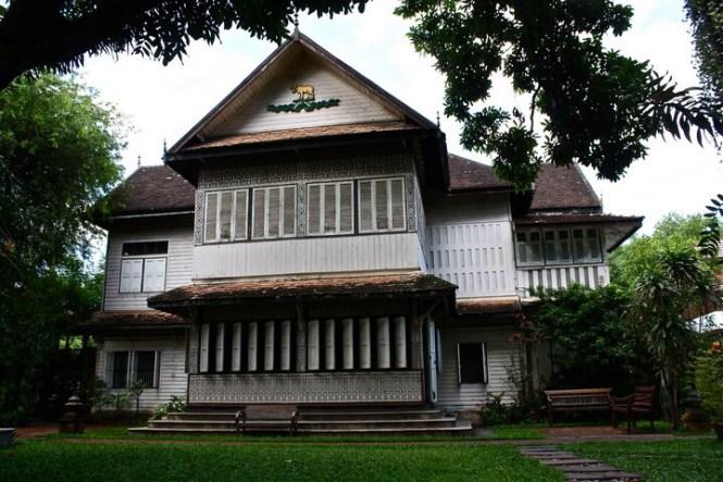 Baan-orapin-front-of-house