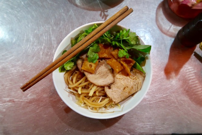 Bowl-of-Cau-lau-noodles