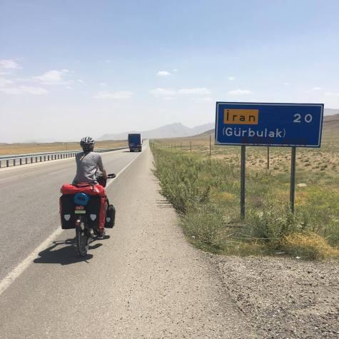 iran-border-sign