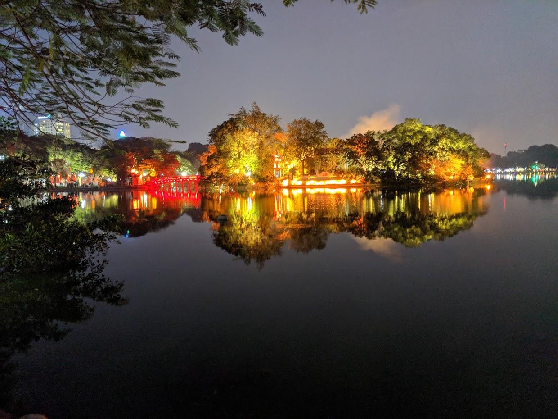 Езеро в центъра на Ханой, Виетнам