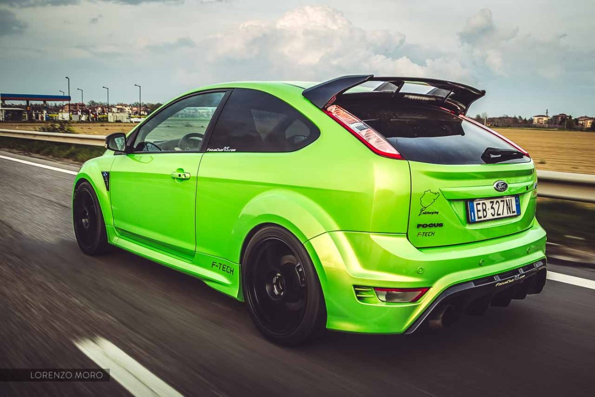 ford focus rs road rear