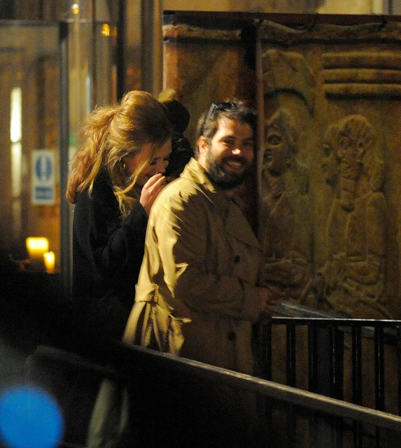 EKGF6Y 12.JANUARY LONDON  ADELE AND BOYFRIEND SIMON KONECKI LEAVING GILGAMESH IN CAMDEN AFTER ATTENDING SID OWEN'S 40TH BIRTHDAY PARTY AND IS THRILLED TO SEE HER DOG AND GIVES IT A BIG KISS AS HER DRIVER MEETS HER AT THE DOOR.