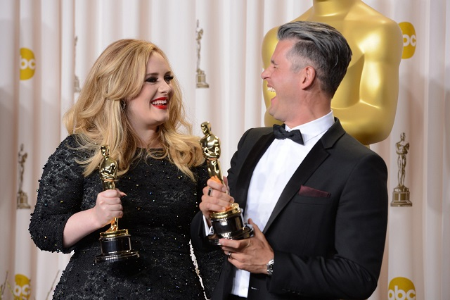 D3TFWE Los Angeles, California, USA. 24th February 2013.  Singer Adele, left, and musician/producer Paul Epworth won the award for best original song for ''Skyfall'' from ''Skyfall''backstage at the 85th Academy Awards at the Dolby Theatre in Los Angeles, California on Sunday Feb. 24, 2013  (Credit Image: © David Crane/Los Angeles Daily News/ZUMAPRESS.com/Alamy Live News)