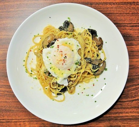 Mushroom Aglio Olio with Basil & Spinach - Iggo Cafe