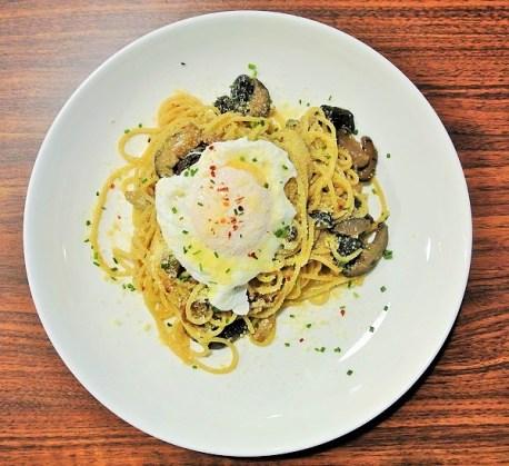 Mushroom Aglio Olio with Basil & Spinach - Iggo Cafe