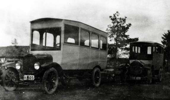 Busselskapet hadde livets rett, og bilparken fulgte med i utviklingen. Her har bussen fått elektriske lykter. Juel Johansens bilruter hadde konsesjon på bussruter i distriktet frem til 2011. Etter den tid omfatter virksomheten turbiltrafikk.