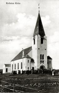 12. Desember 1902 ble det etter søknad fra Tune herredsstyre ved kongelig resolusjon bestemt at Rolvsøy skulle bli eget annekssogn fra 1904. Planarbeid ble iverksatt for reising av annekskirken. Kirken var klar for innvielse innviet fredag 2. oktober 1908.