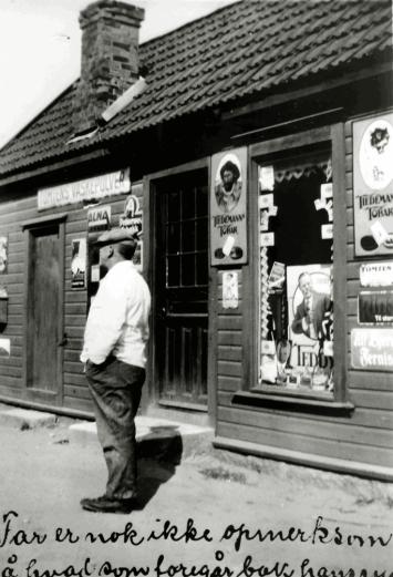 Kitty og Jacob Børresens butikk på Rolvsøyveien i 1935