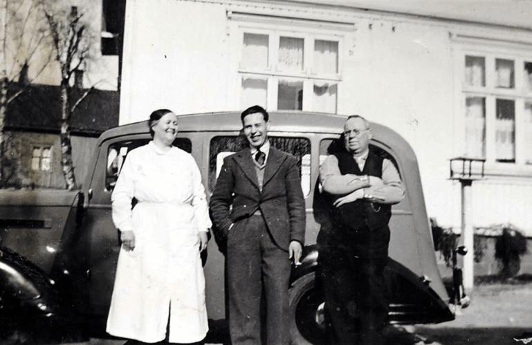 Ågot og Aimar Olsen sammen med sønnen Leif