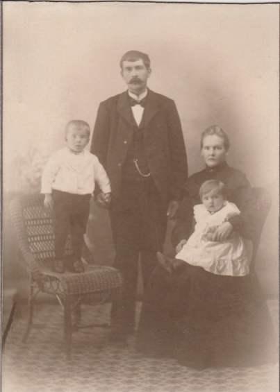 Hilma og Johan Alfredsson. Oscar og Erling.