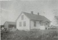 Orreveien 4. Mathea og Ole Olsen Ole kom til teglverket på Evje fra Agnalt i Tune. Ole hadde snekkerbod i uthuset. Eliassen: 259.