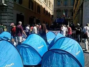 Cgil, Roma scende in piazza contro la manovra E a piazza Navona l'Usb pianta le tende / Diretta