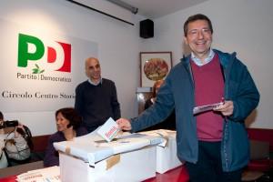 """Exit poll primarie sindaco, Marino avanti  Ma c'è chi denuncia: """"File di rom, voti comprati"""""""
