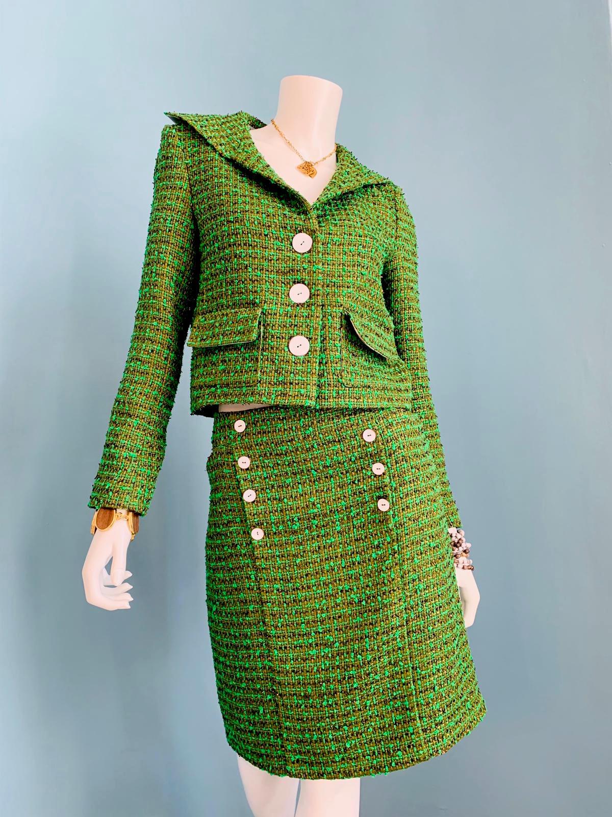 Grünes Kostüm