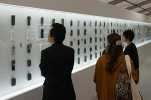 Per festeggiare il suo 20° anniversario, la compagnia telefonica giapponese NTT DoCoMo ha creato un'esposizione in cui viene mostrata l'evoluzione del telefono cellulare dal 1987 ad oggi