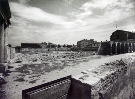 33 - La Chiesa di San Biagio dopo il bombardamento tedesco del 10 dicembre 1944 - 2