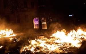 Εκτεταμένα επεισόδια στη Βαρκελώνη μετά την πορεία για την καταδίκη Καταλανών πολιτικών (φωτογραφίες)