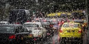 Κίνηση στην Αθήνα εξαιτίας της κακοκαιρίας «Βικτώρια» -Μποτιλιάρισμα στους δρόμους