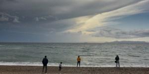 Καιρός: Τοπικές βροχές σε αρκετές περιοχές -Βελτίωση στην Αττική
