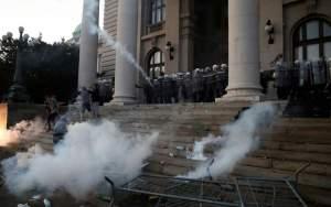 Σερβία: Επεισόδια στις διαδηλώσεις σε Βελιγράδι και Νόβισαντ