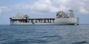 USS Hershel Williams: Αυτό είναι το τεράστιο πλοίο που θα έχει έδρα τη Σούδα