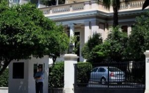 Μαξίμου: Δεν μπορεί ο κ. Τσίπρας να ζητεί παραβίαση του νόμου