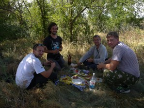 Beer and dried fishes, the perfect Russian picnic