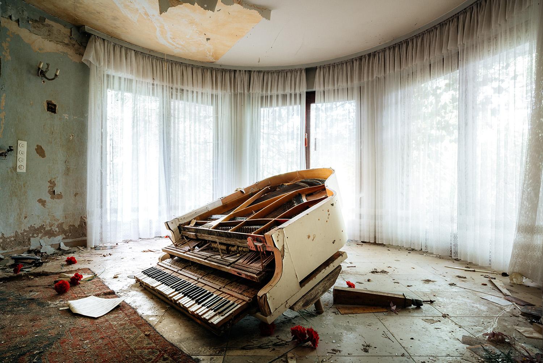 Requiem pour pianos 79 Requiem pour pianos 79 | Serie Requiem pour pianos | Romain Thiery