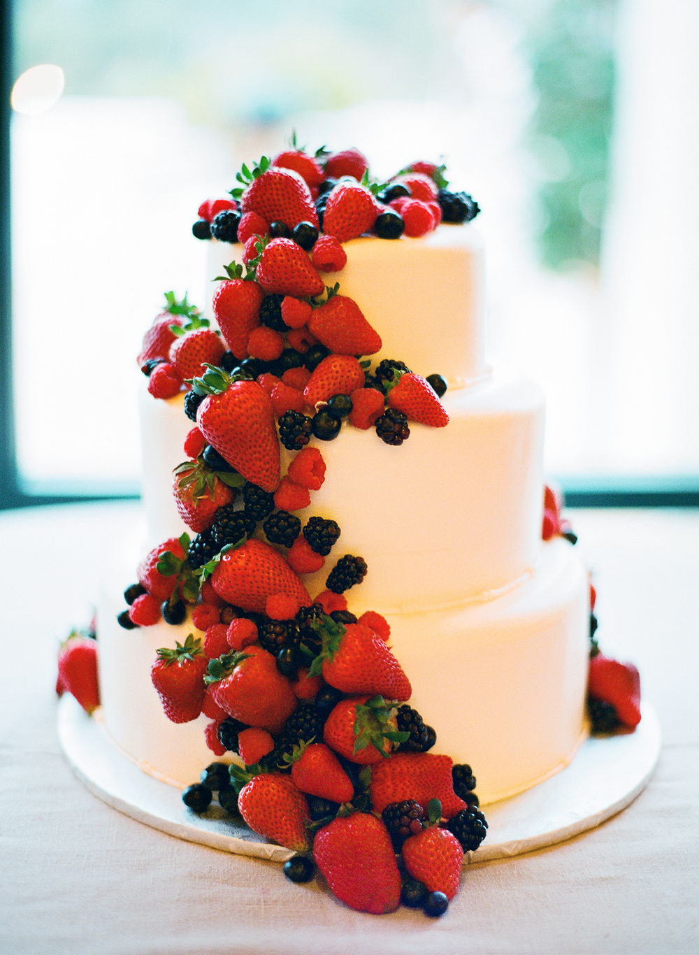 What You Need to Know About Wedding Cakes   Love Affair Tiered Fruit Cake