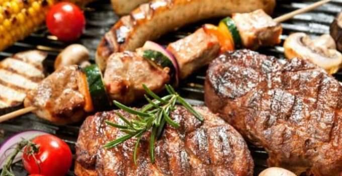 """Medicul nutriționist Cristian Mărgărit. Cum să prepari carnea la grătar pentru a evita substanţele toxice. """" Acolo unde carnea atinge metalul încins se formează substanţe toxice...Substanţe cancerigene, radicali liberi, care urmăresc rata de ..."""" 7"""