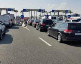 """Turiști români nevoiți să repete testul COVID-19, la intrarea în Grecia. """"După un drum de opt ore am mai stat 6 ore şi 40 de minute ca să trecem în Grecia"""" 2"""