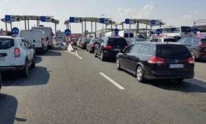 """Turiști români nevoiți să repete testul COVID-19, la intrarea în Grecia. """"După un drum de opt ore am mai stat 6 ore şi 40 de minute ca să trecem în Grecia"""" 22"""